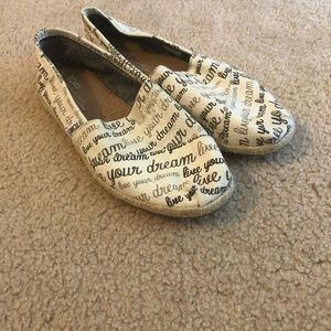 """Live Your Dream"" Toms Size 7"